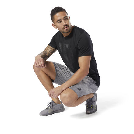 From rest days to full-on days, we have your back with these men\'s workout shorts. An easy fit helps you move freely from couch surfing to HIIT routines. The woven waistband adjusts to assist with a secure and distraction free fit. Speedwick technology wicks sweat away from the body to help you stay cool and dry Fit: regular fit: 23 cms inside leg Woven waistband with an internal draw cord for an adjustable fit Tonal m�lange effect Open hand pockets add storage Designed for: gym workouts, rest days, warm weather Imported