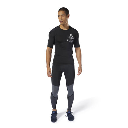 Dig deep for an extra set in this men\'s training t-shirt. It\'s built in a high-stretch compression fit and features flatlock seams that lie smoothly against the skin. Enhanced breathability and sweat-wicking fabric keep you cool and dry with every rep. 86% polyester / 14% spandex single jersey Designed for: High-intensity training Compression fit Breathable ACTIVCHILL fabric helps you stay cool, no matter the conditions Speedwick fabric wicks sweat to help you stay cool and dry Flatlock seams sit flat against your skin for chafe-free comfort Imported