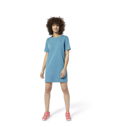 Ease into summer in sporty style. This dress has the casual comfort of a t-shirt. Roomy and relaxed, it\'s made of all-cotton single jersey for a soft feel. The Reebok logo flashes in a metallic print on the front. 100% cotton single jersey Designed for: Casual wear, athletic appeal Relaxed fit We partner with the Better Cotton Initiative to improve cotton farming globally Imported
