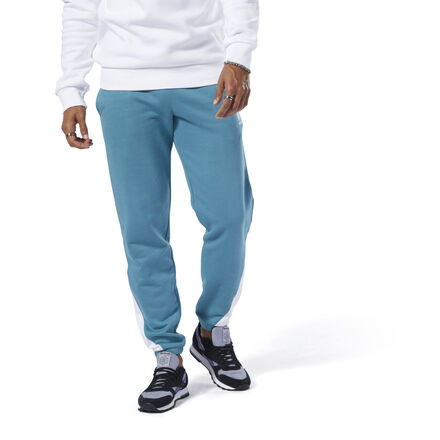Move in sleek style. These men\'s joggers are an easy go-anywhere option. The soft pants have a slim fit and tapered legs for an easy feel. The Starcrest logo and a contrast panel on the legs flash a sporty look. 100% cotton French terry Slim fit Tapered legs Cuffed hems We partner with the Better Cotton Initiative to improve cotton farming globally Imported