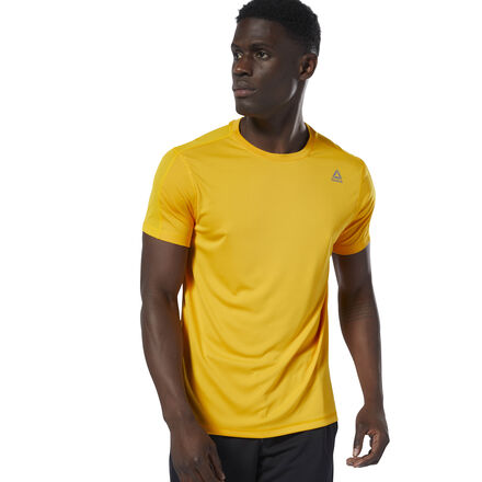 Grind through a long workout. This men\'s training t-shirt is made with sweat-sweeping Speedwick fabric so you stay dry through the toughest training sessions. Breathable mesh on the back keeps the tee light and airy. 100% polyester interlock Designed for: Training Regular fit Speedwick fabric wicks sweat to help you stay cool and dry Mesh on back for ventilation and breathability This top is made with recycled polyester to save resources and decrease emissions Imported