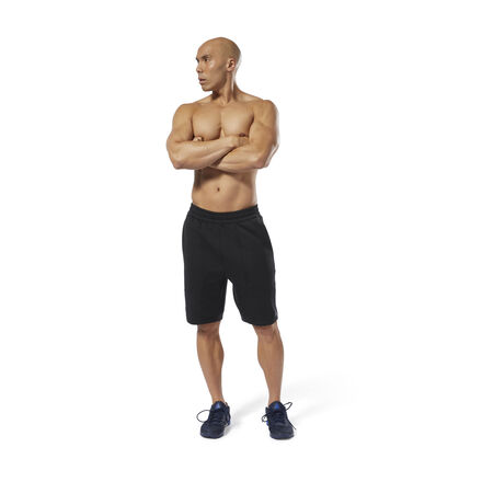Lunge, squat or deadlift. These men\'s training shorts keep you comfortable as you own every move. They\'re made of textured fabric, with a cut that gets slimmer down the leg. 100% polyester interlock Designed for: Training Slim fit; Tapered legs Hand pockets for essentials Clean-finish waistband Textured fabric for a structured look 9\