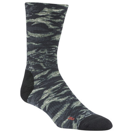 Head to the box and get after the next PR. These men\'s crew-length socks are made with stretchy yarn in a ribbed knit. Mesh panels keep air flowing to hard-working feet. Cushioning at the toe and heel provides comfort. 49% polyester / 47% nylon / 4% spandex Fully ribbed Mesh panels for breathability Cushioned toe and heel Imported